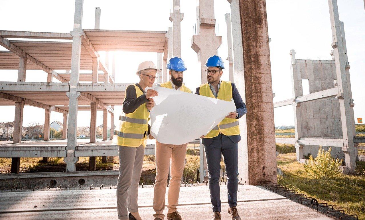 Budowa  własnego  jest zajęciem stresującym, kosztownym ,a także czasochłonnym.